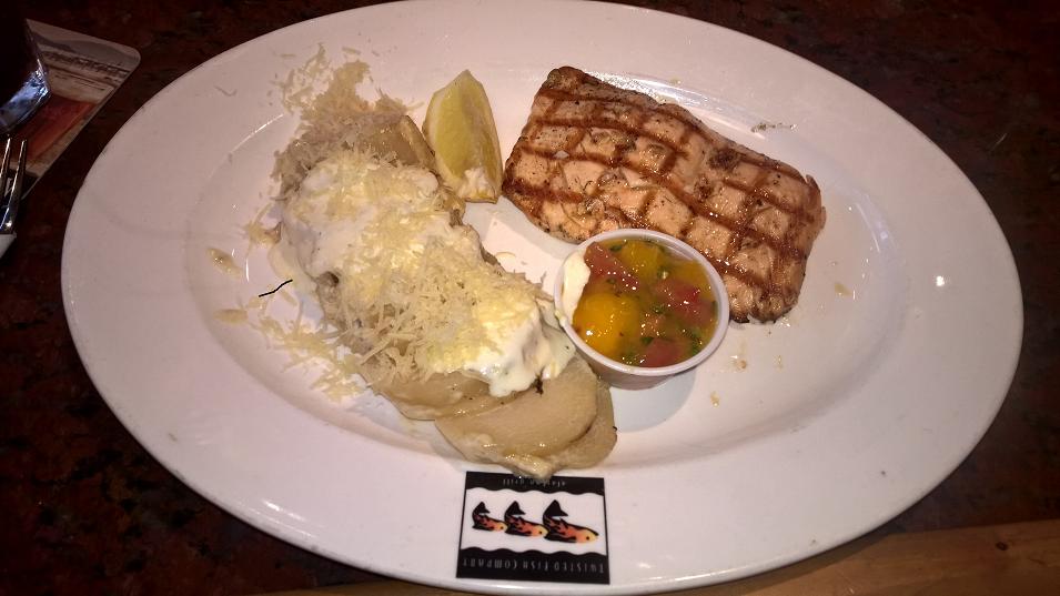Salmão com batata e queijo